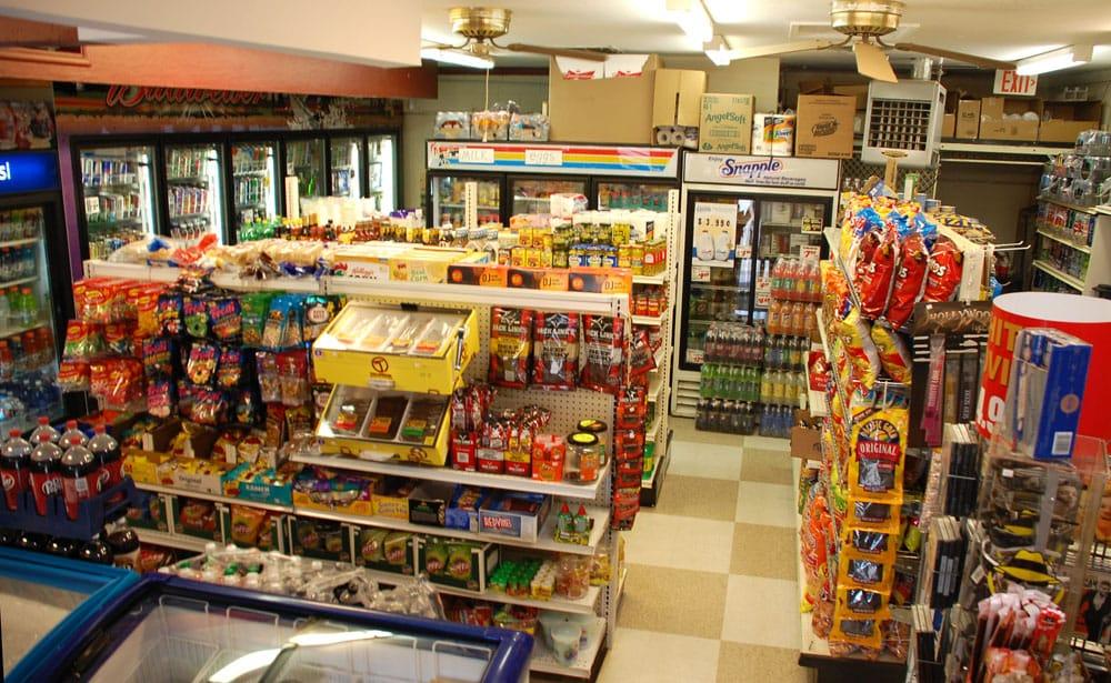 Country Korner Market: 10 Miller St, Bodfish, CA