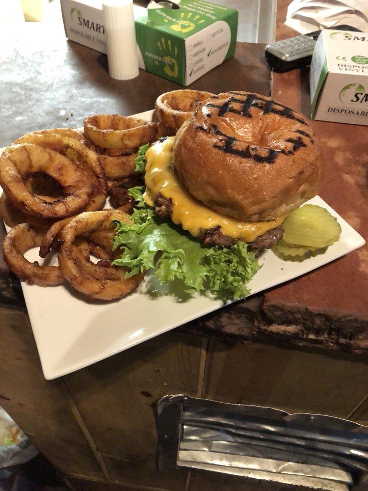 The Lodge Sports Bar & Grill: 857 E White Mountain Blvd, Pinetop-Lakeside, AZ