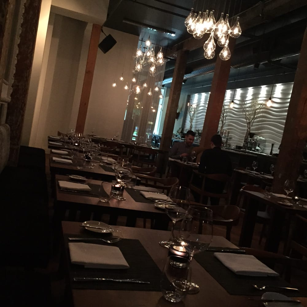 Woods Restaurant And Bar Toronto On Me E