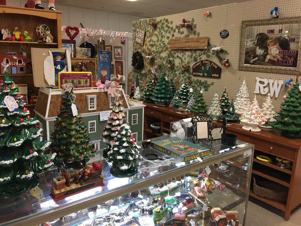 Black Rose Antiques & Collectibles: 3055 Black Gap Rd, Chambersburg, PA