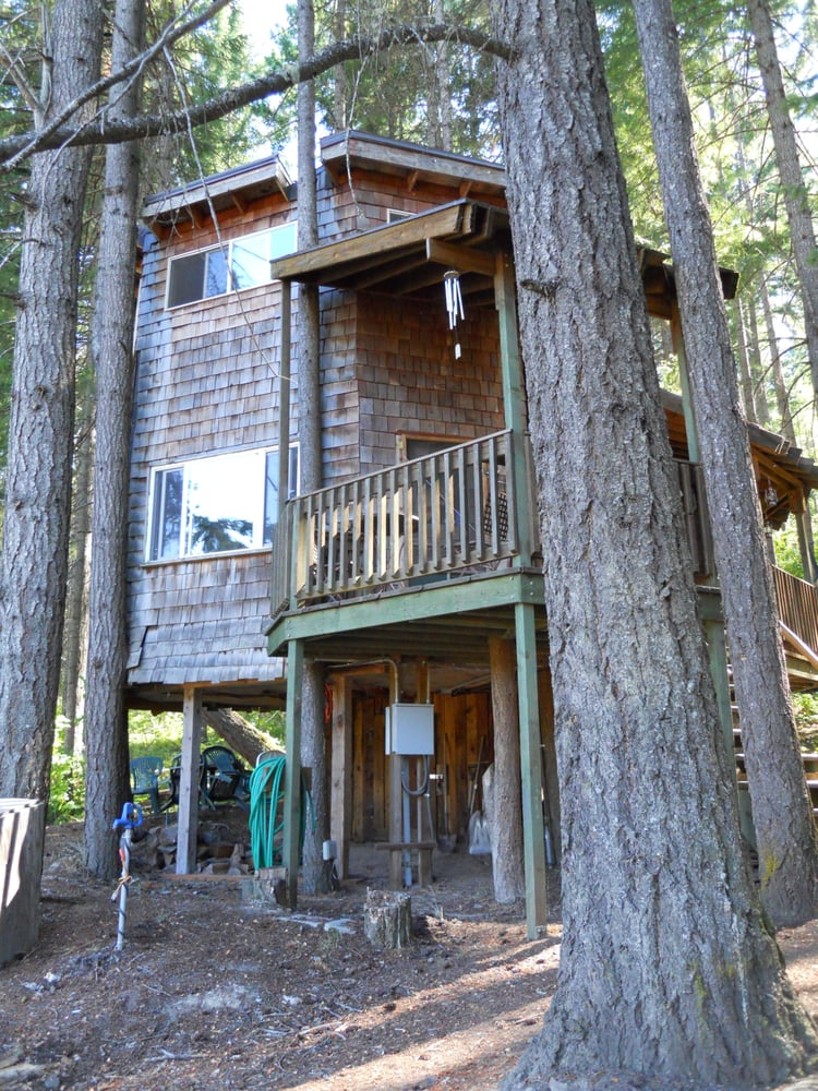 Treehouse Tranquil-A-Tree At Lothlorien Woods: White Salmon, WA