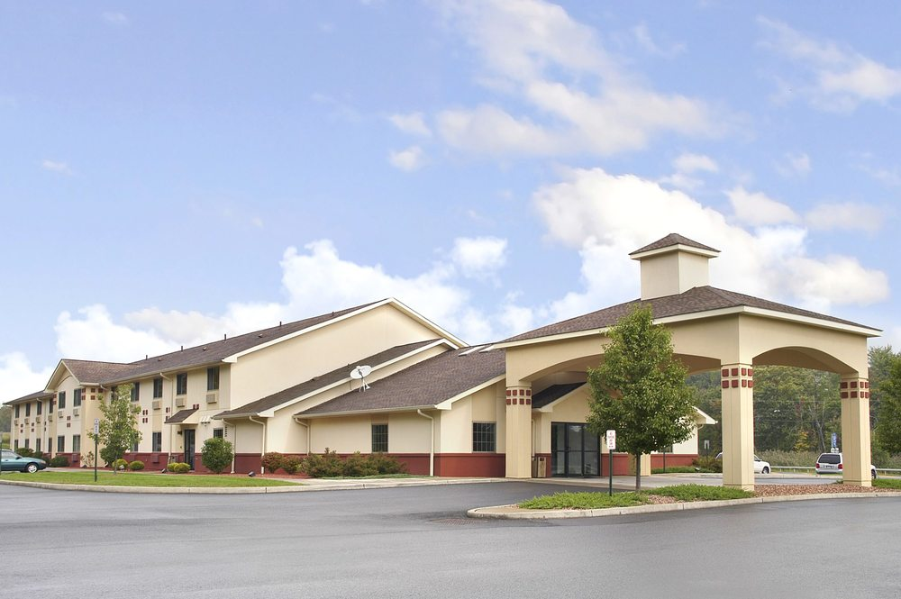 Super 8 Highland Ny 15 Reviews Hotels 3423 Us Highway 9w Phone Number Yelp
