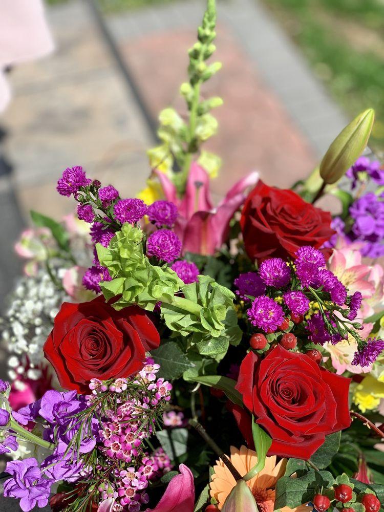 New Hyde Park Florist: 1213 Jericho Tpke, New Hyde Park, NY