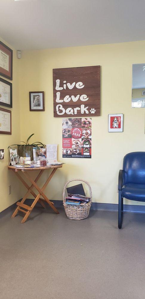 Pet Friends Veterinary Clinic: 610 E Killian Rd, Columbia, SC