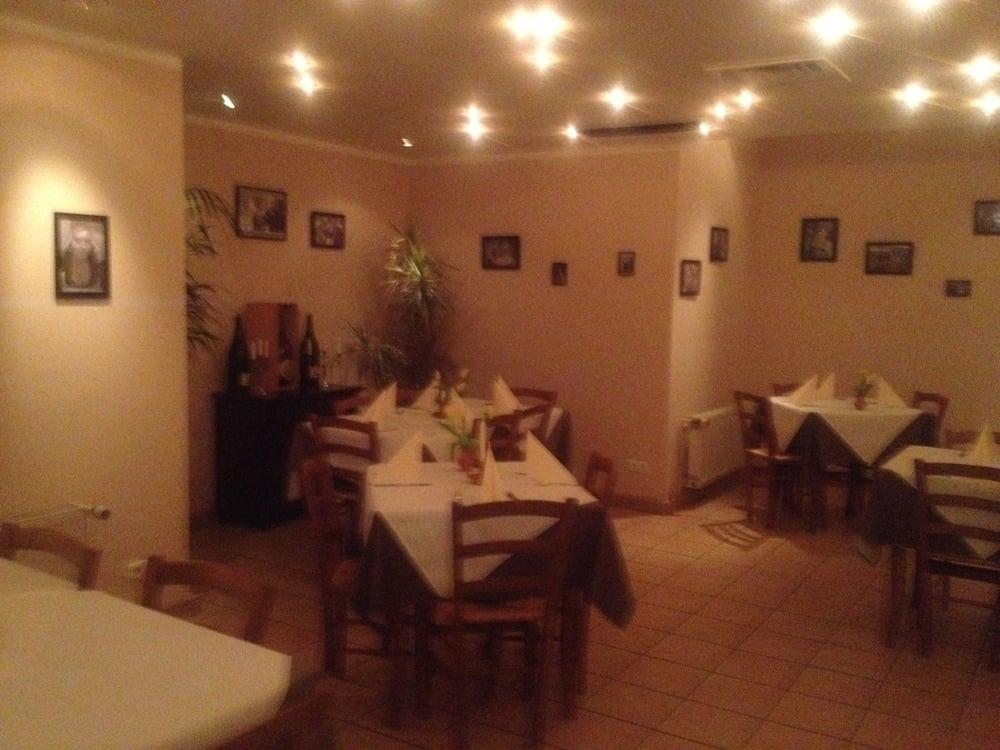 da nero 11 foto e 14 recensioni cucina italiana moselstr 2b hanau hessen germania. Black Bedroom Furniture Sets. Home Design Ideas