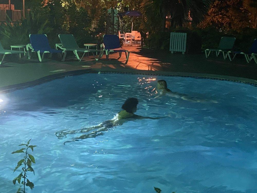 Coconut Mallory Resort and Marina - Slideshow Image 3