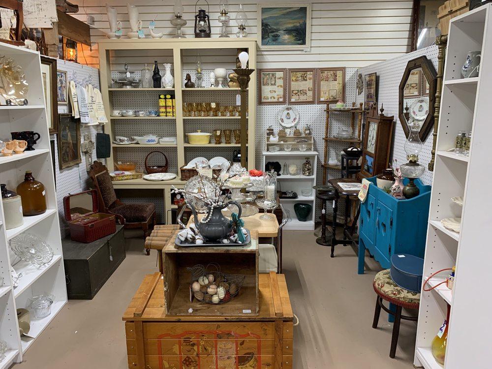 Conroe Woodlands Antique Mall: 3700 S Loop 336 E, Conroe, TX