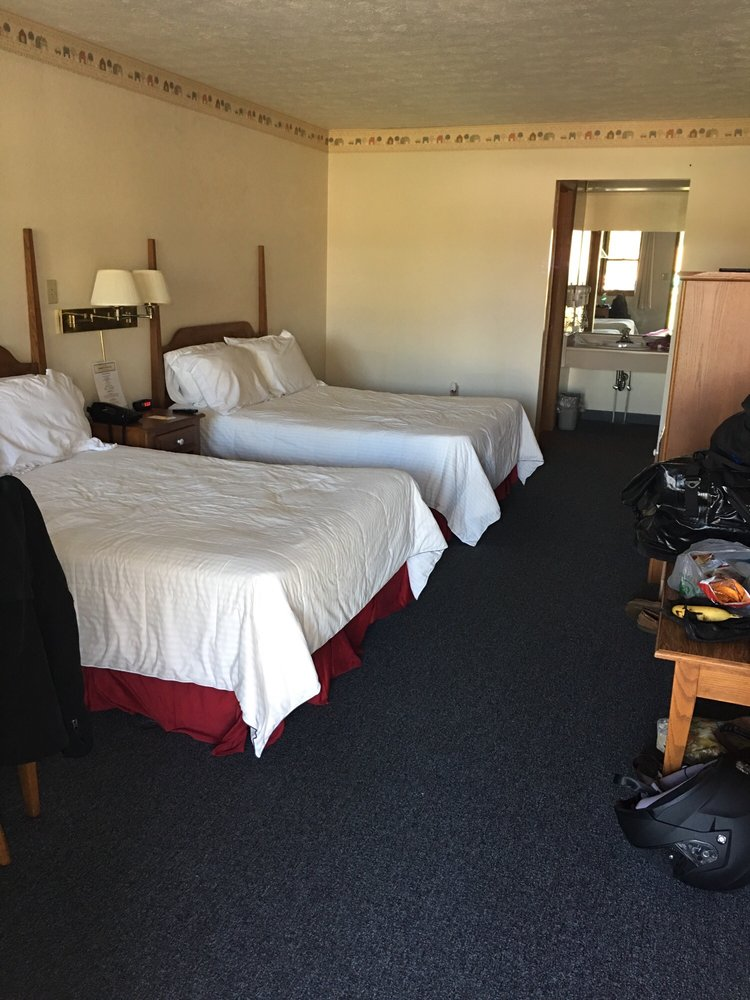Creekwood Motel: 401 S Main St, Waynesville, OH