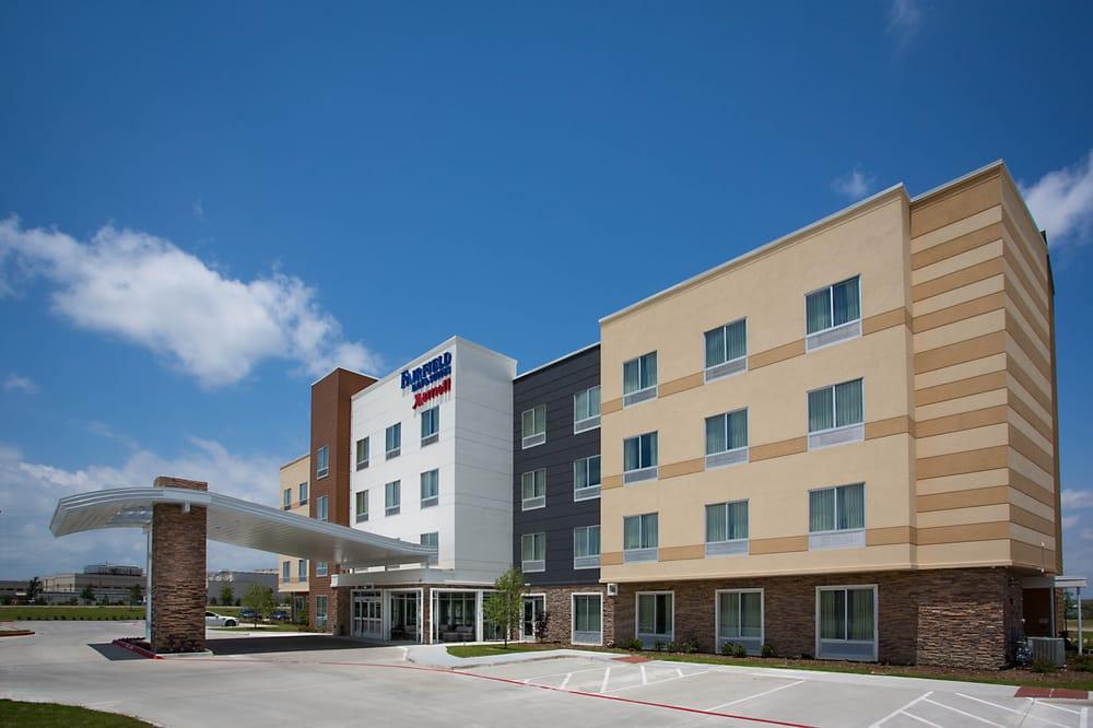 Fairfield Inn & Suites by Marriott Dallas West/I-30: 2100 North Cockrell Hill Rd, Dallas, TX