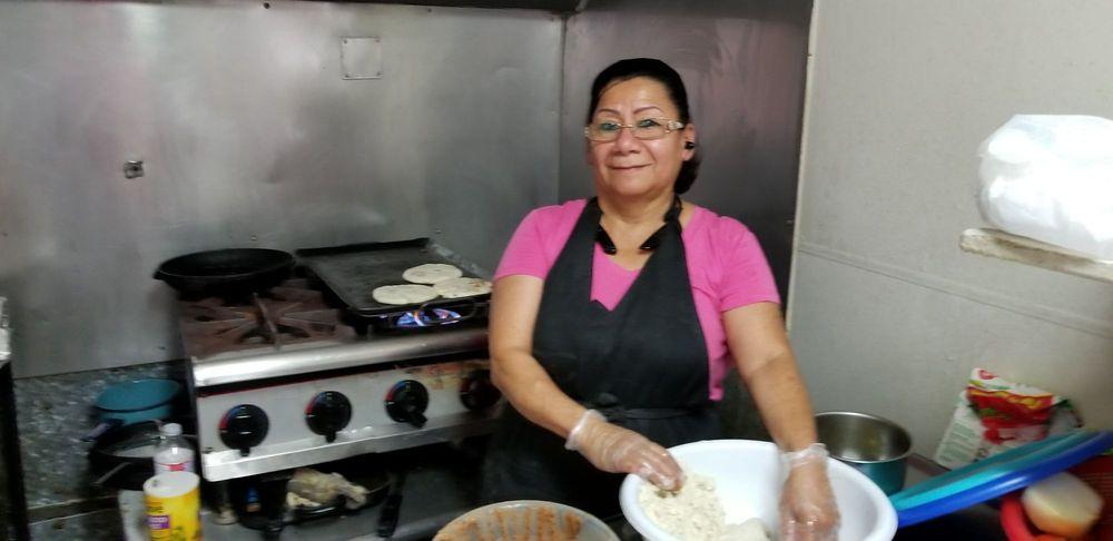 Veronica's Papusas Y Tacos: 4276-4298 Lockhart Hwy, Austin, TX