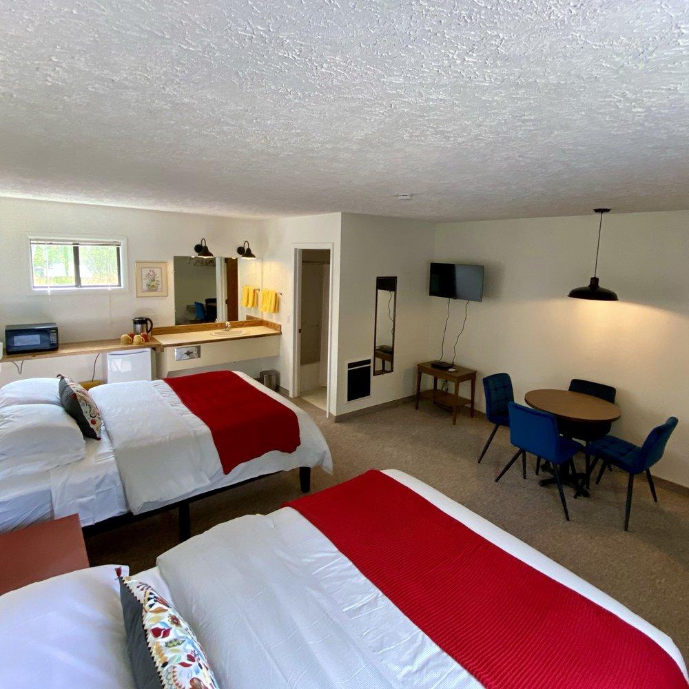 Jacobson's Cottages: 1204 Montana Hwy 49, East Glacier Park, MT
