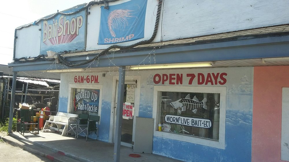 Hooked Up Bait & Tackle: 11125 S US Hwy 41, Gibsonton, FL
