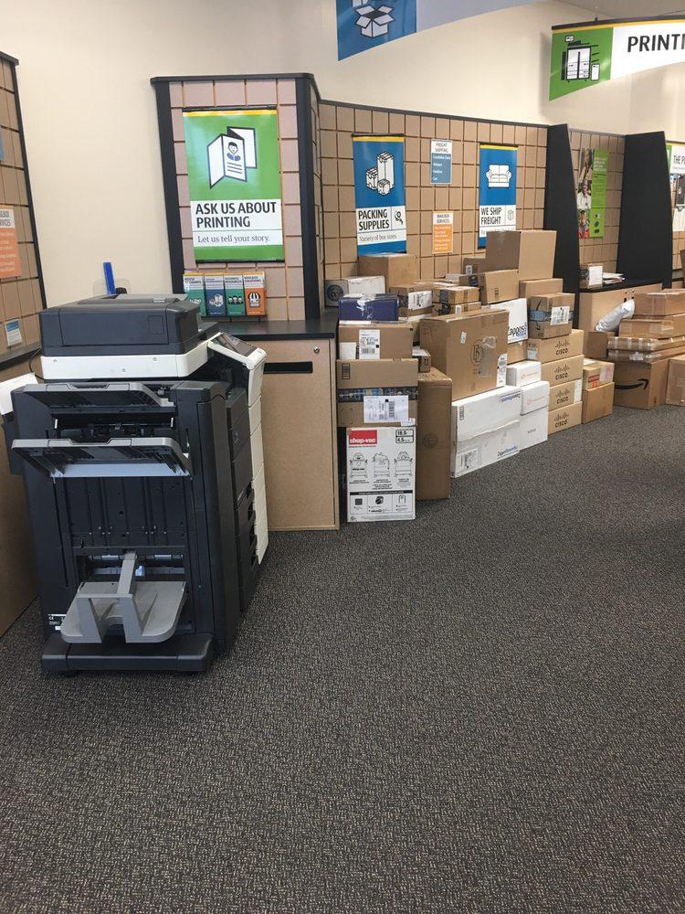 The UPS Store: 4196 Merchants Plaza, Woodbridge, VA