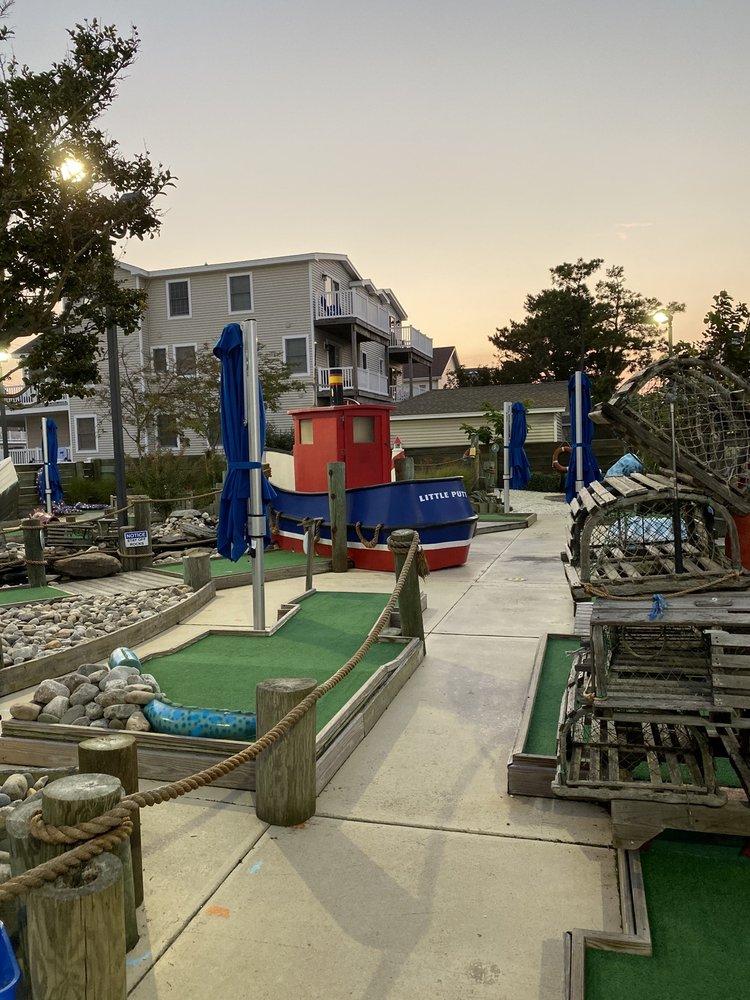 Go Fish Mini Golf: 2438 Dune Dr, Avalon, NJ