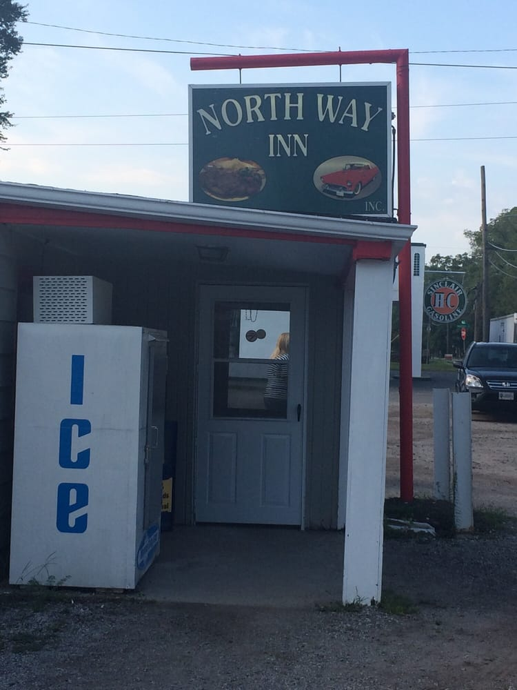 Northway Inn: 1310 N Main St, Auburn, IN