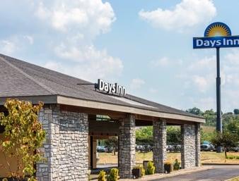 Days Inn by Wyndham Pittsburgh-Harmarville: 6 Landings Drive, Pittsburgh, PA