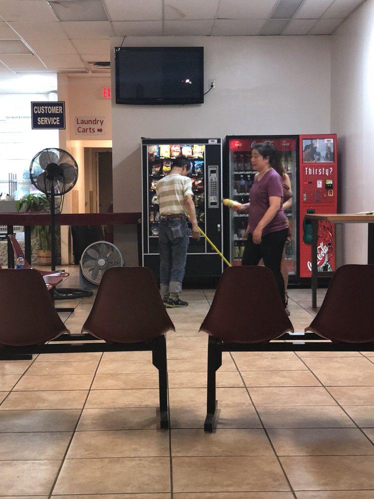 Laundromat of Pine Street