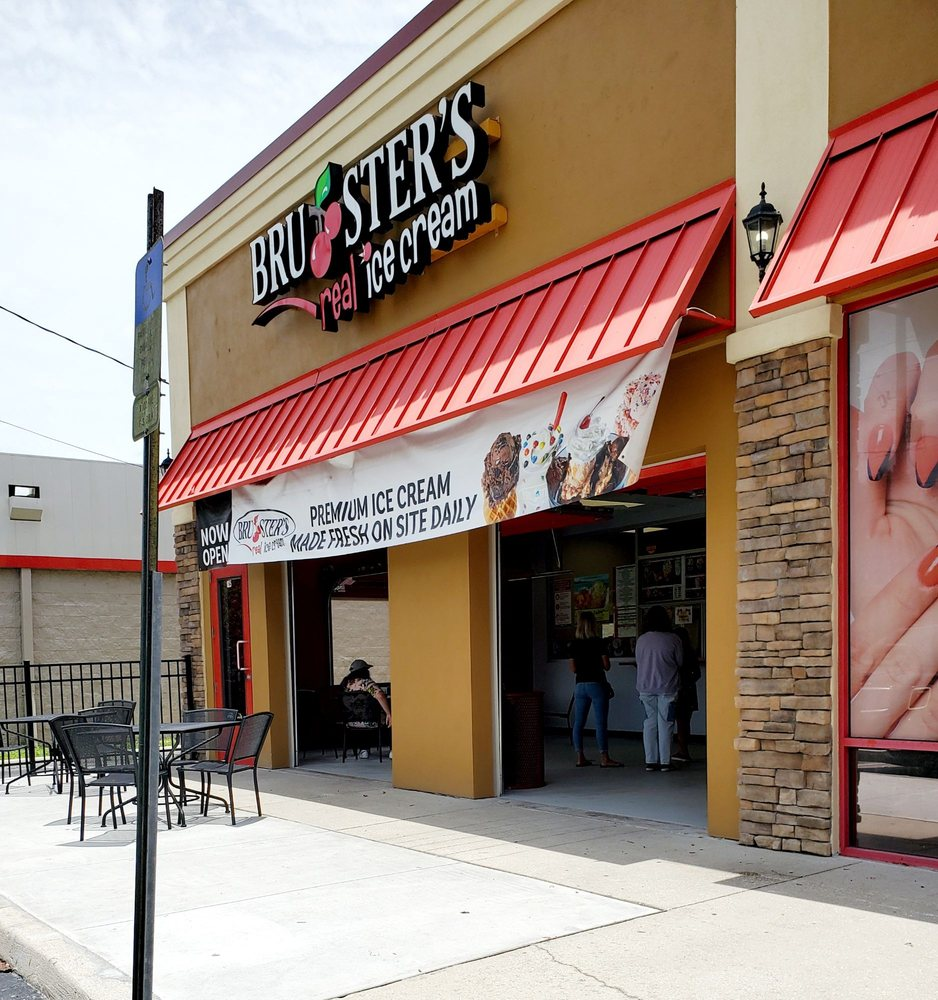 Bruster's Real Ice Cream: 1025 Bloomingdale Ave, Valrico, FL