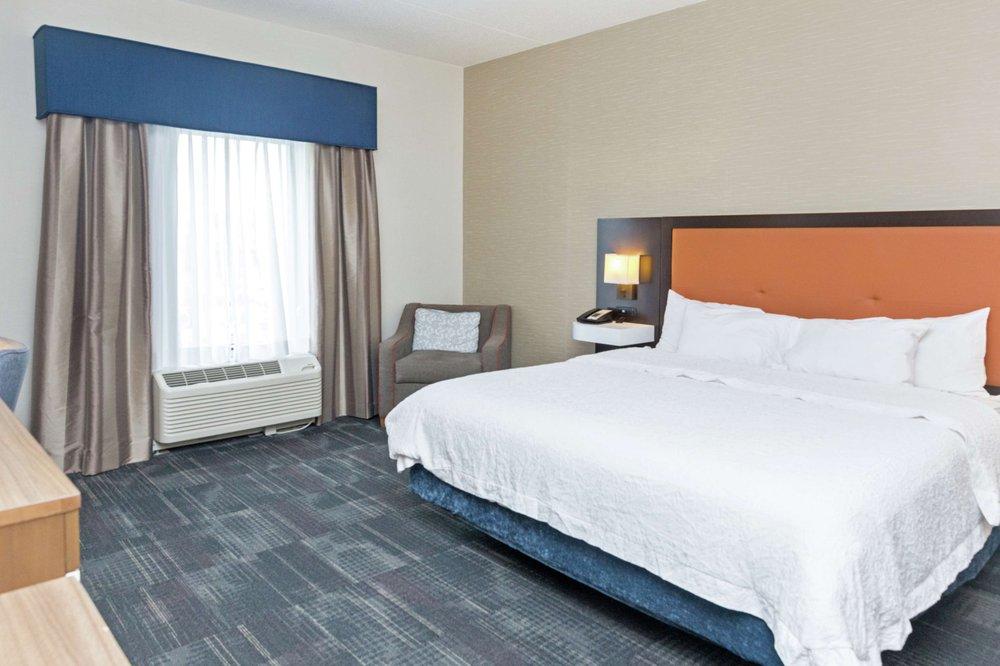 Hampton Inn & Suites Morgantown / University Town Centre: 325 Granville Sq, Morgantown, WV
