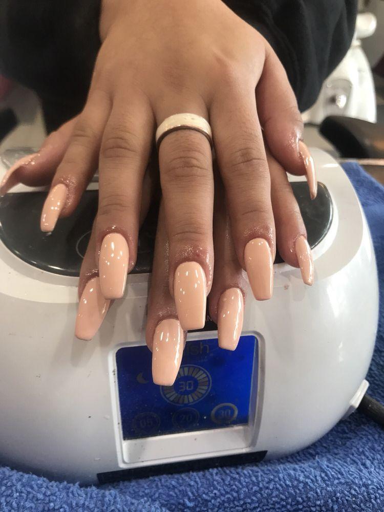 Z Nails: 616 E Laurel Dr, Salinas, CA