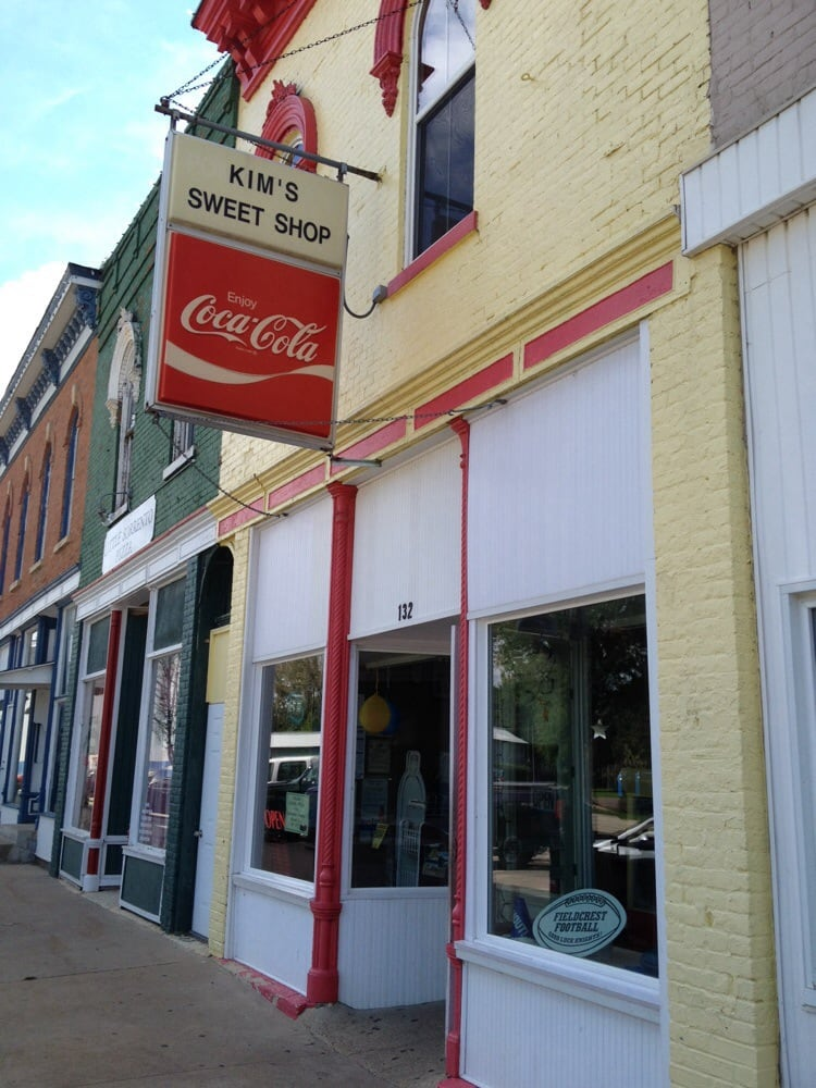 Kim's Sweet Shop: 132 N Chestnut St, Wenona, IL