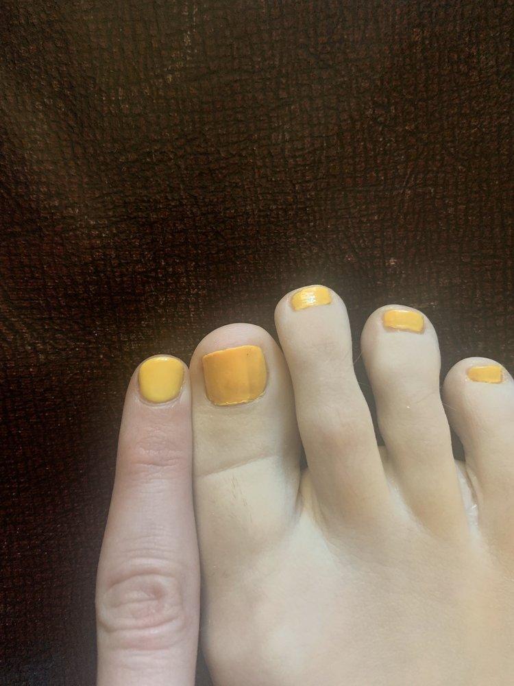 Nails 4 U: 4580 N 1st Ave, Evansville, IN