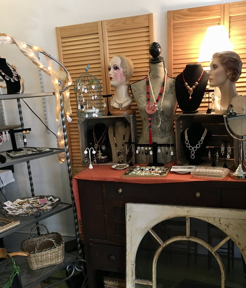 Rosie's Vintage: 114 Partition St, Saugerties, NY