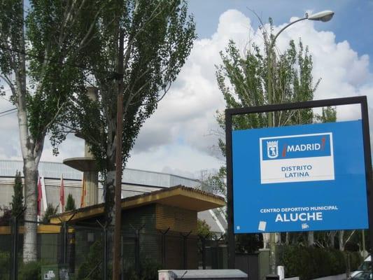 Centro deportivo municipal aluche sv mmehaller avenida for Piscina municipal aluche