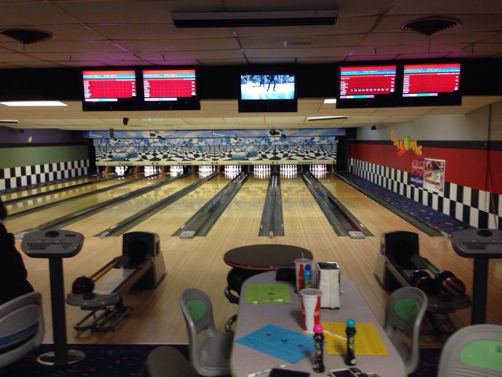Pine Bowl: 214 E 3rd St, Pine Bluffs, WY