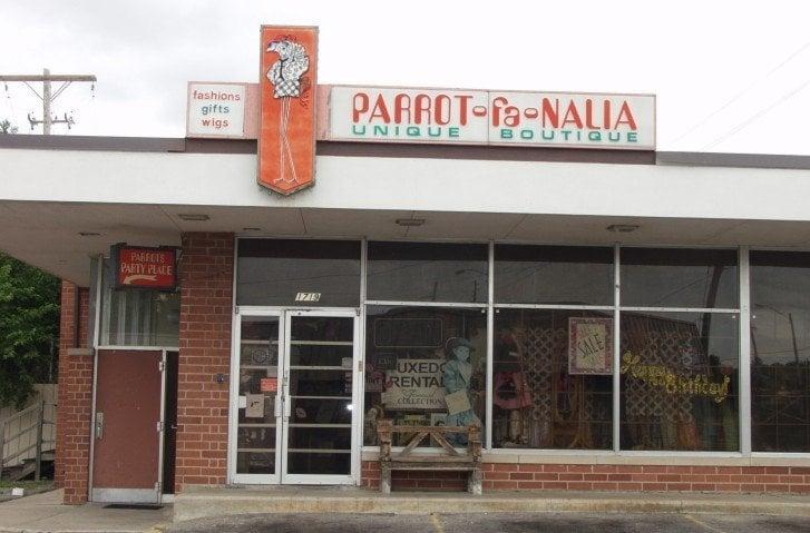 Parrot-Fa-Nalia: 1719 S Hillside St, Wichita, KS