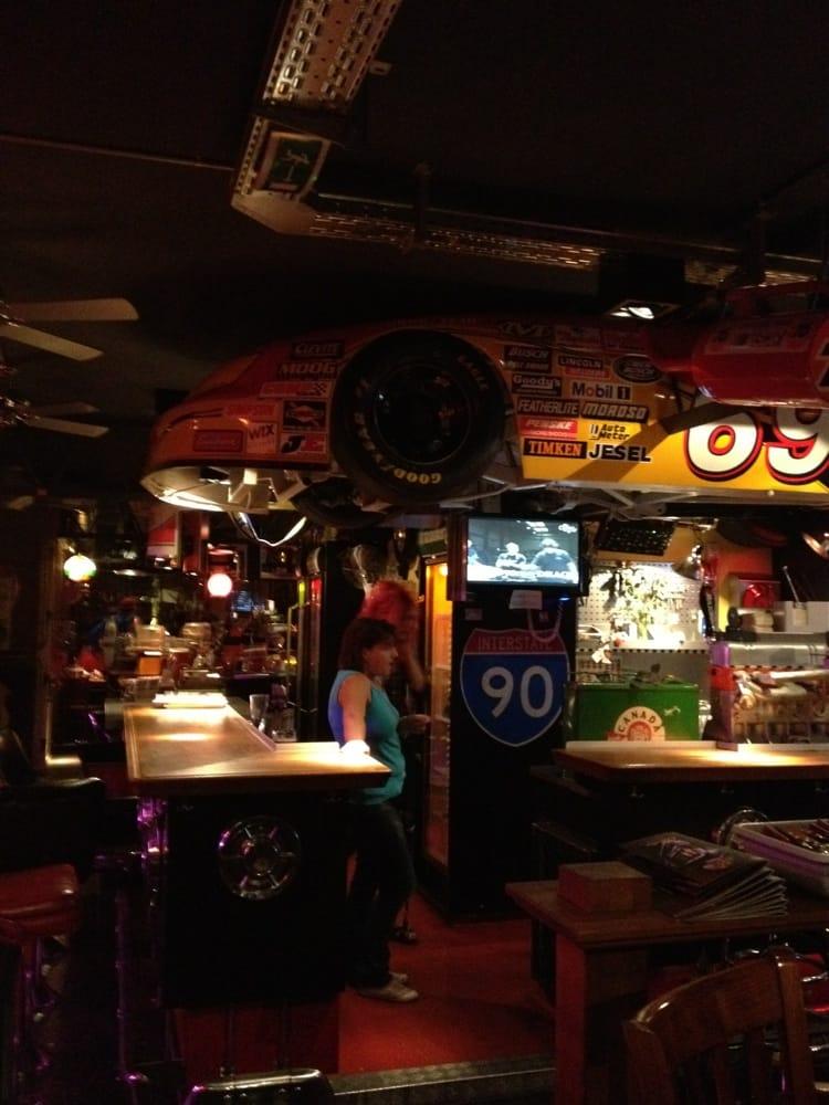 coole american bar and diner mit aufwendiger motorsport. Black Bedroom Furniture Sets. Home Design Ideas