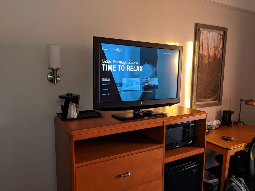 Fairfield Inn & Suites: 200 Cherry Tree Ln, Marietta, OH
