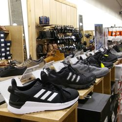 1b1e4d8b50a0 DSW Designer Shoe Warehouse - 11 Photos   10 Reviews - Shoe Stores - 40436  Winchester Rd