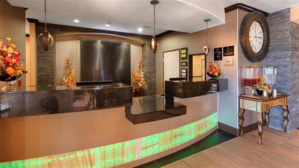 Best Western Plus Emerald Inn & Suites: 2412 E Kansas Ave, Garden City, KS