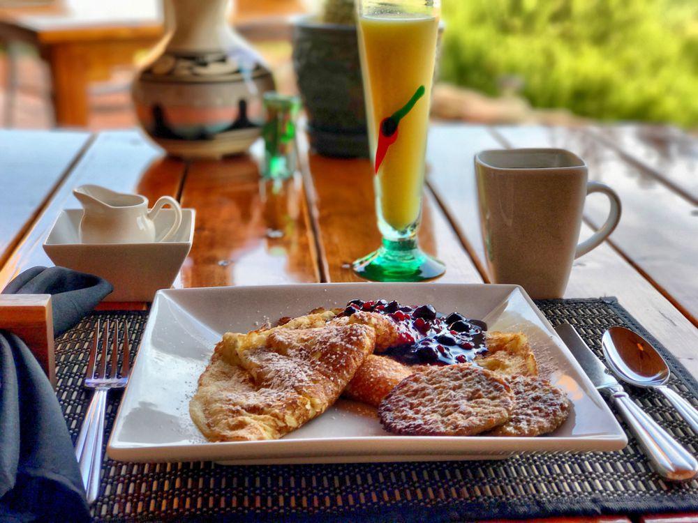 Dreamkatchers Lake Powell Bed & Breakfast: 1055 S American Way, Big Water, UT