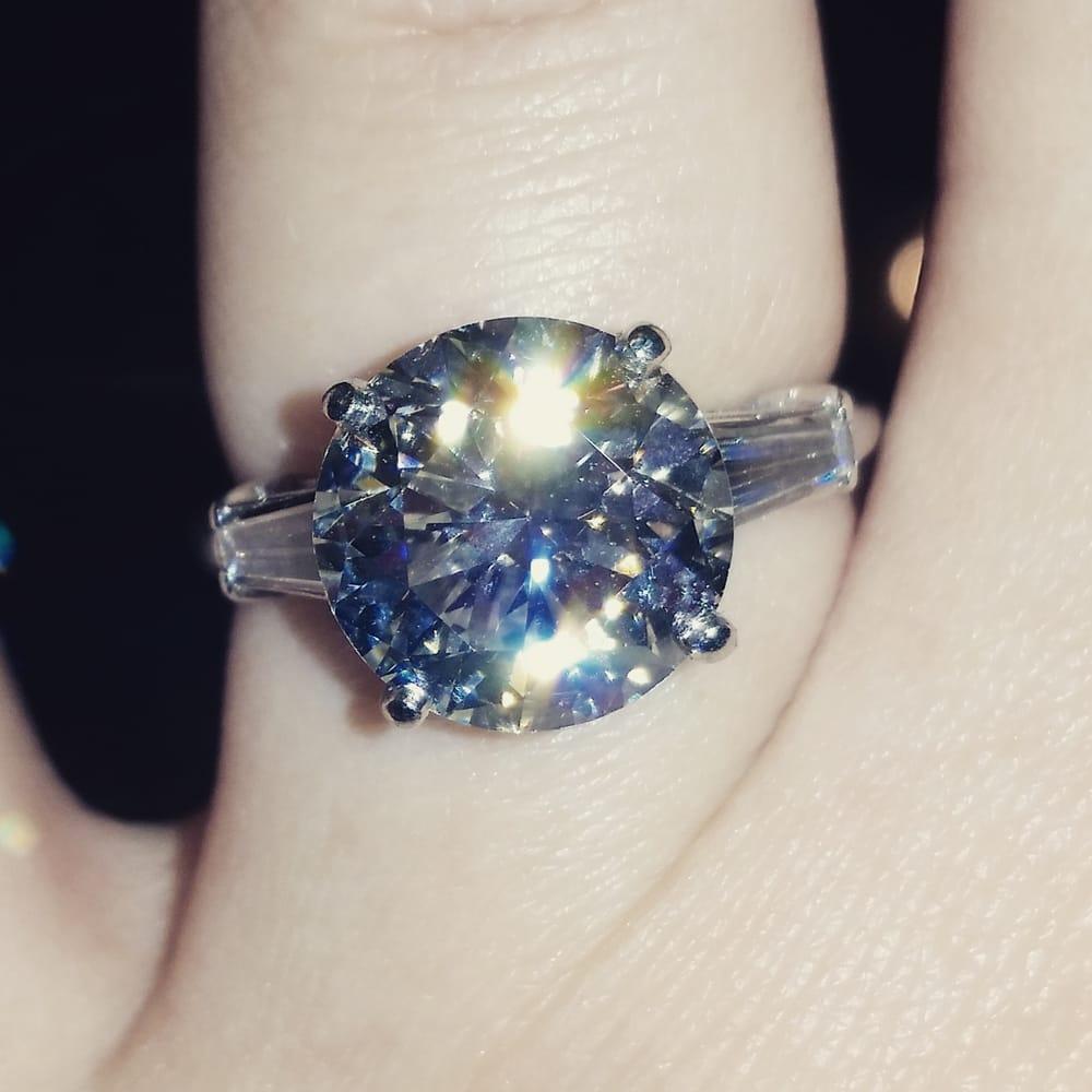 Martineks Jewelry: 950 Duell Rd, Traverse City, MI