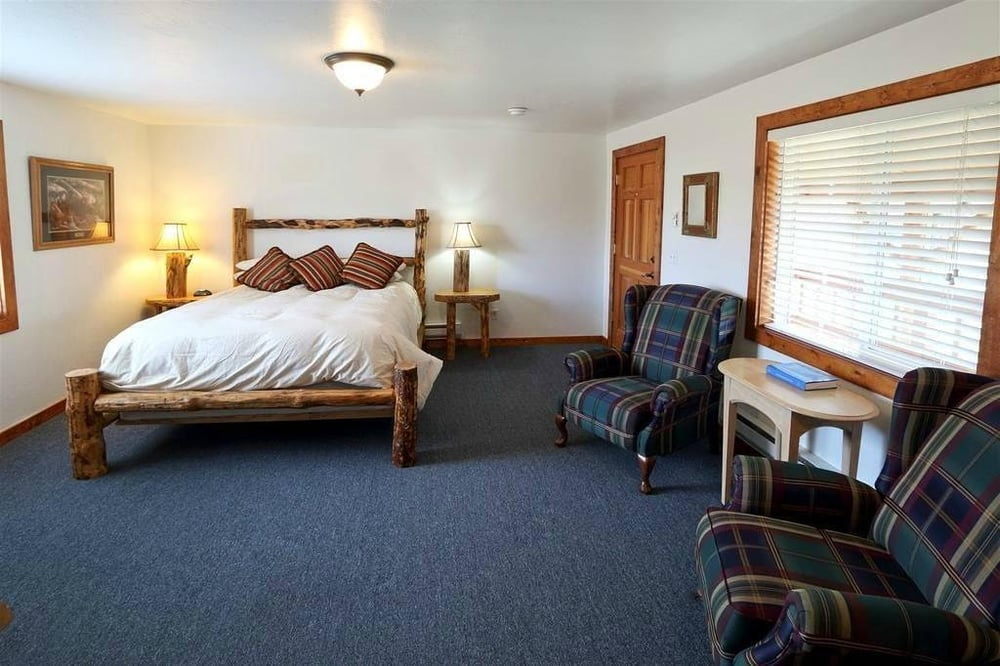 South Fork Inn and Grille: 3427 Swan Valley Hwy, Irwin, ID