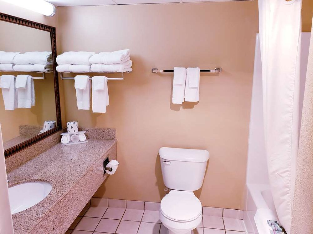 SureStay Plus Hotel by Best Western Black River Falls: 600 Oasis Rd, Black River Falls, WI