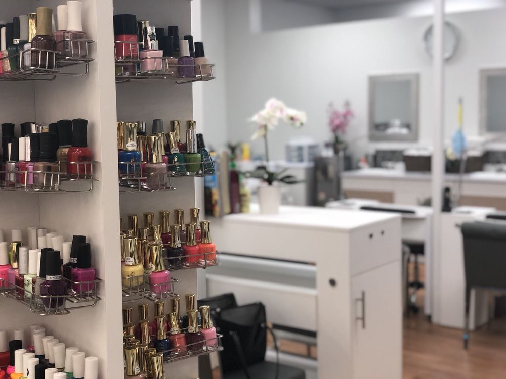 Regal Nails Salon & Spa: 3413 W Lp, El Campo, TX