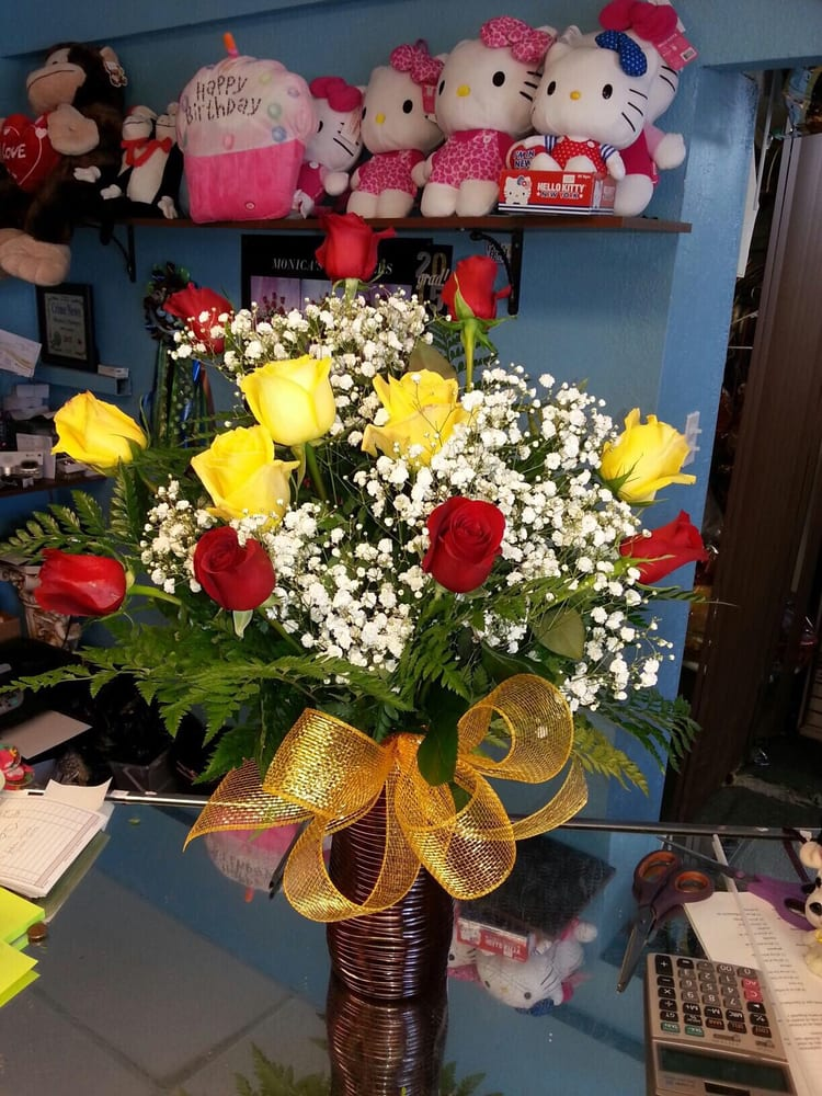 Monica's Flowers: 1009 Franklin St, Anthony, TX