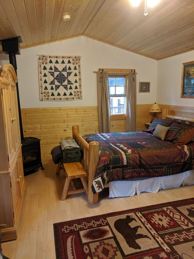 Elijah's Rest Cabins and Breakfast: 8 Stagecoach Nw Ln, Sheridan, MT