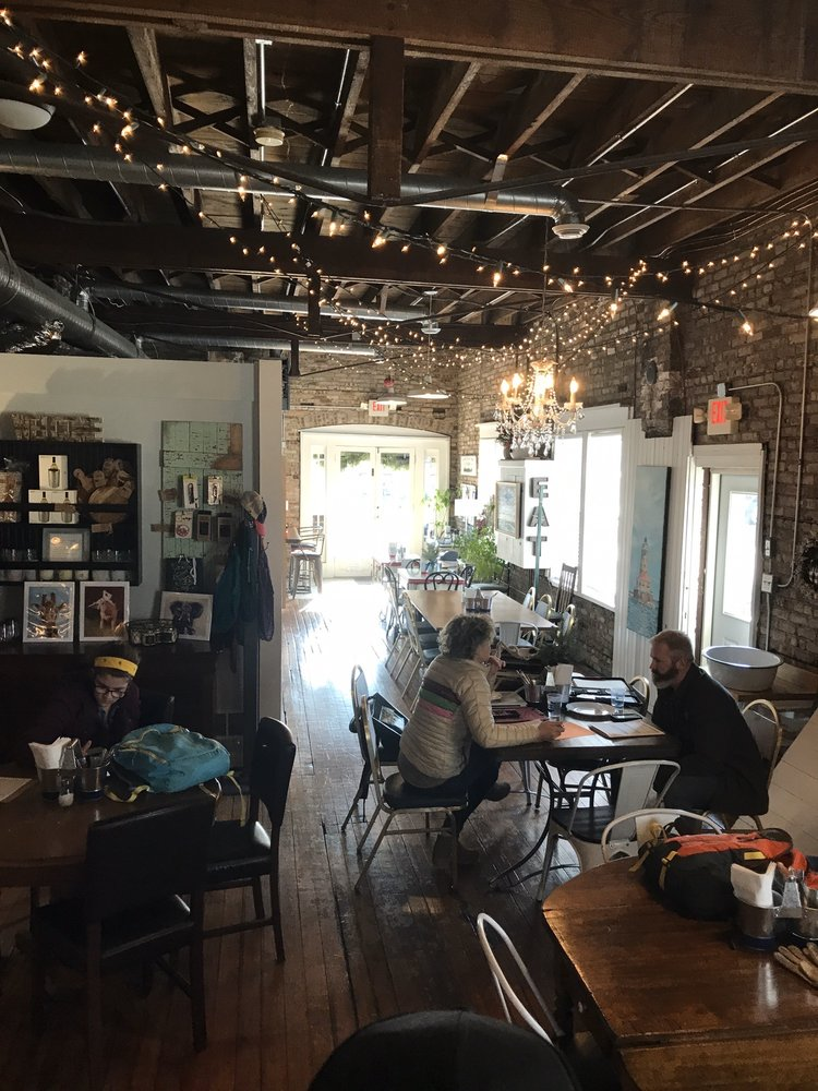 Steamers Coffee: 26 W Geneva St, Williams Bay, WI