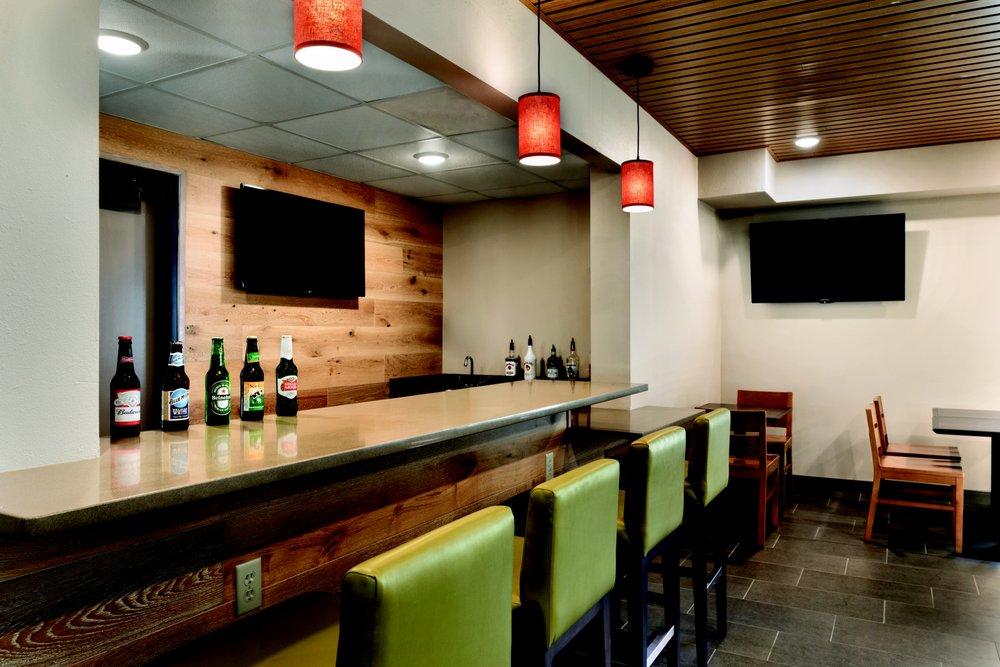 Country Inn & Suites By Radisson: 2110 Rose St, La Crosse, WI