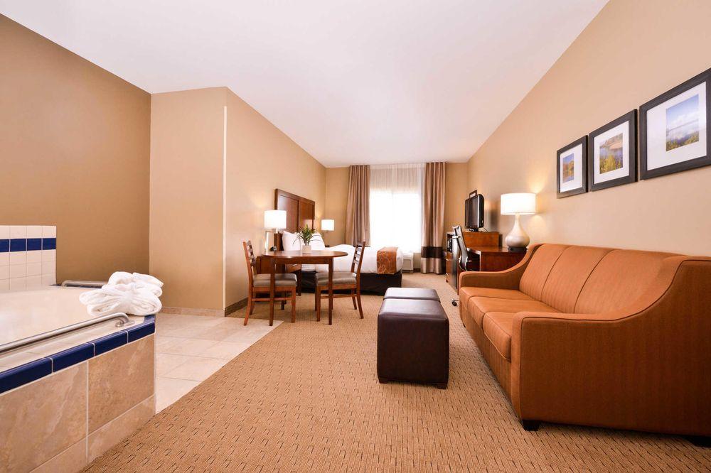 Comfort Suites: 404 South 44th St, Mount Vernon, IL
