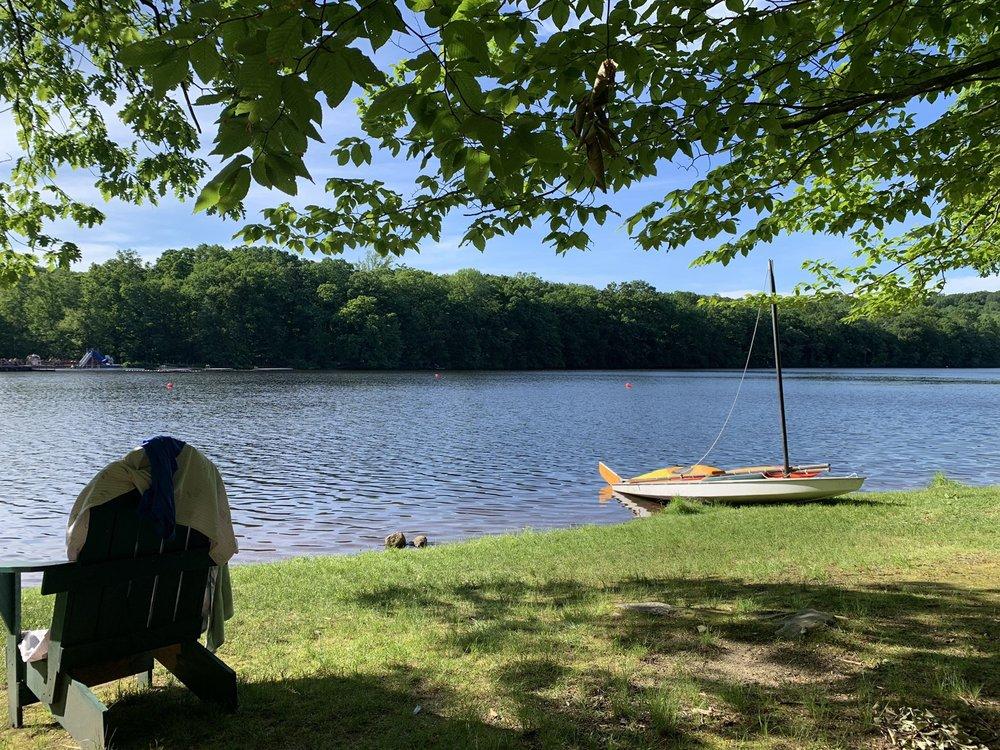 Deer Lake Club: 118 Rockaway Valley Rd, Boonton, NJ