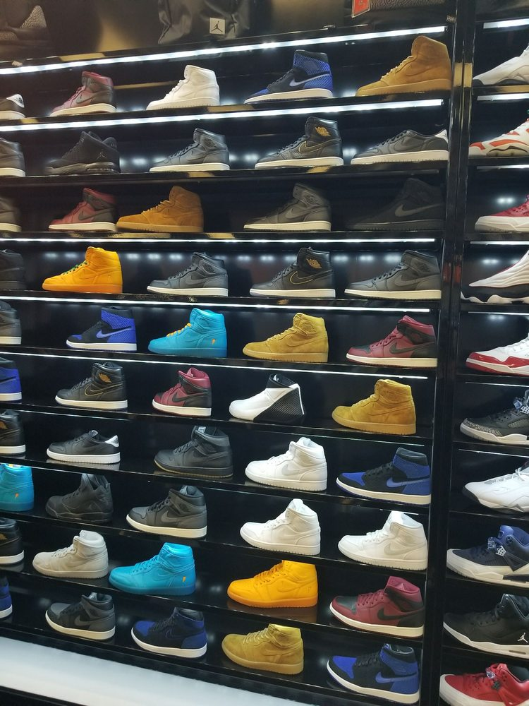 Shoe Palace: 5085 Westheimer Rd, Houston, TX