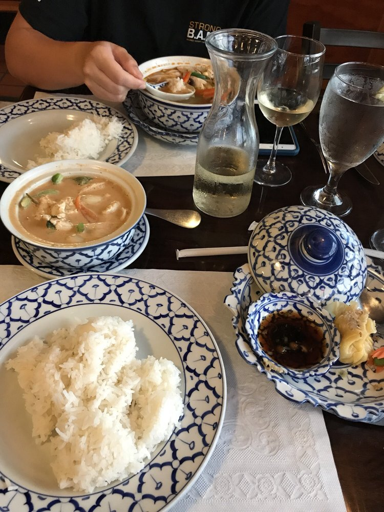 Thai-Am Restaurant: 6040 4th St N, St. Petersburg, FL