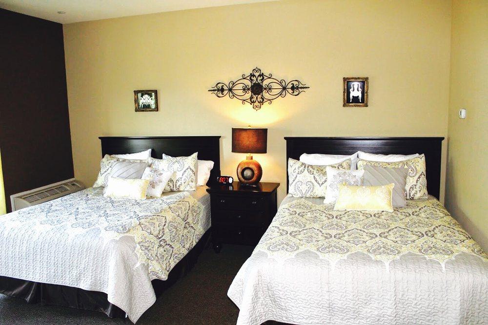Woodstone Country Club & Lodge: 3777 Dogwood Rd, Danielsville, PA