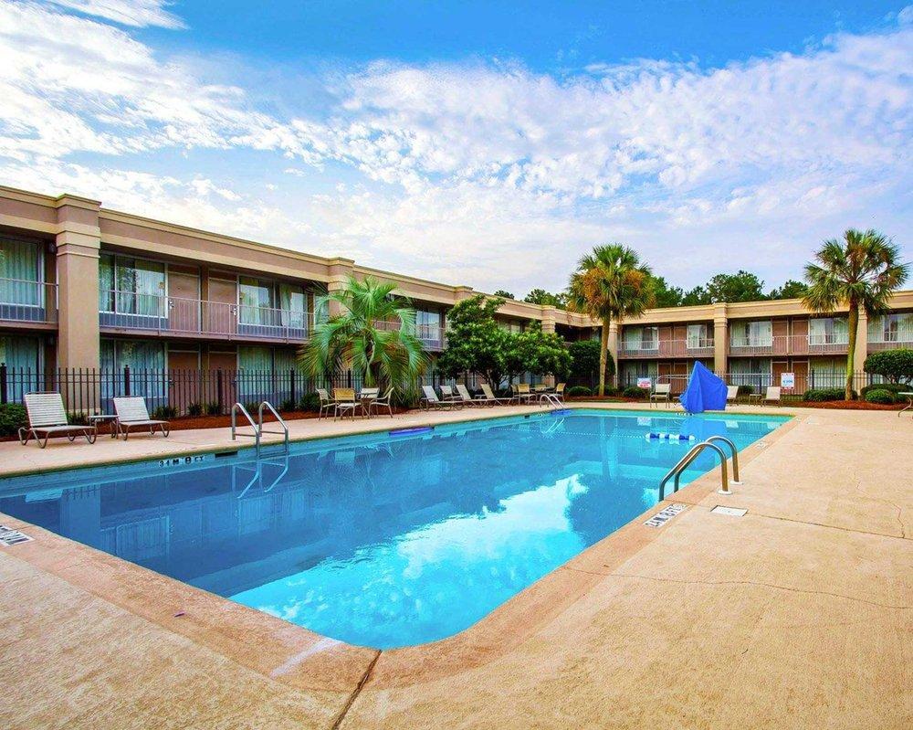 Clarion Inn & Suites Dothan South: 2195 Ross Clark Circle, Dothan, AL
