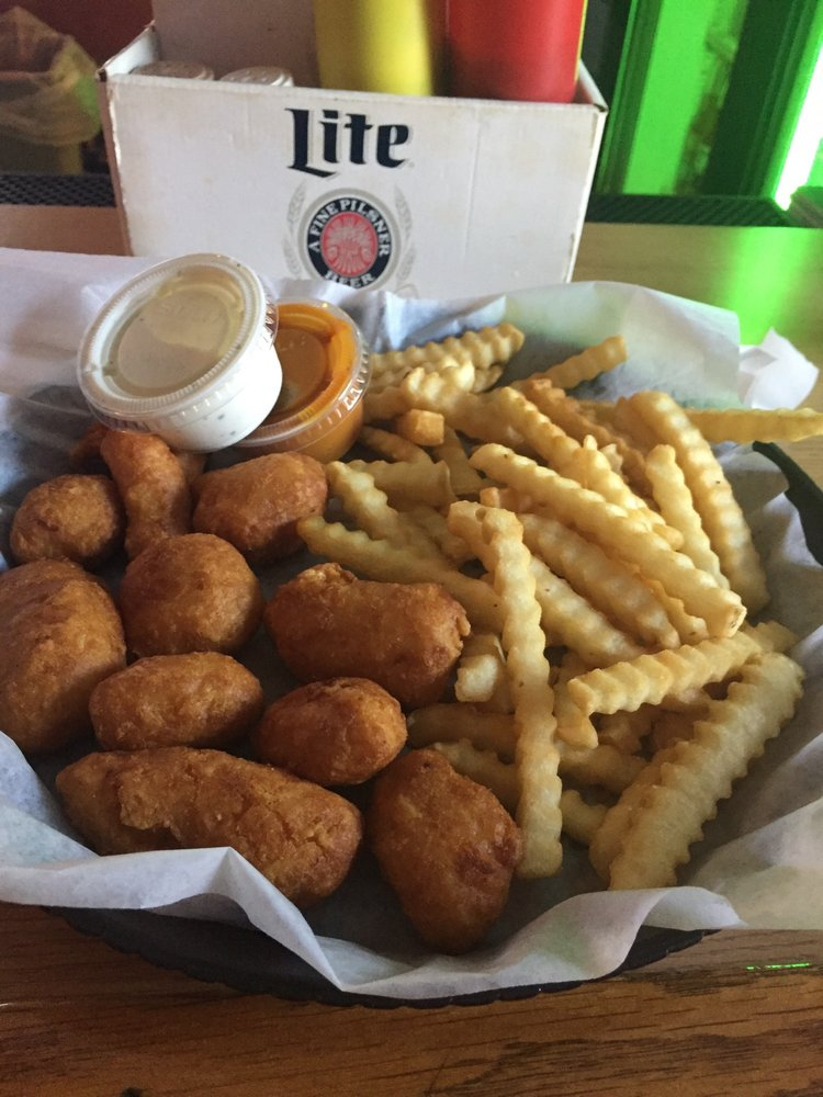 Mo's Bar & Grill: 1348 State Hwy 13, Friendship, WI